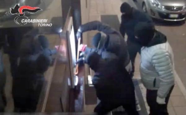 Assalti bancomat in Piemonte anche due foggiani nella banda